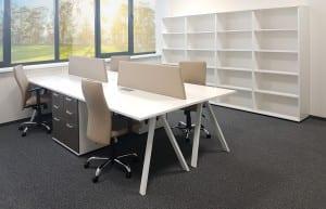 Darbuotojų baldai ALFA_V.  Keturios darbo vietos. Kėdės - CLASSIC. Didelė sieninė spinta.