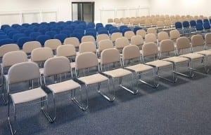 Konferencijų salė. 2 spalvų kėdės VESTA.