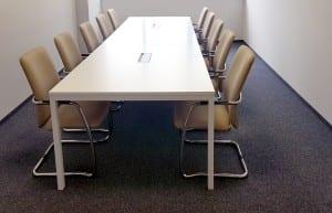 Posėdžių stalas ALFA_U  su konferencijų kėdėmis CLARA MAX