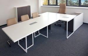 Vadovo Baldu Serija SIMPLEX. Vadovo stalas, spintelės  ir konferencijų stalas.