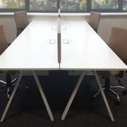 Darbuotojų baldai ALFA_V.  Keturios darbo vietos.