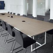 didelės susisiekimo bendrovės_biuro baldai_3_posėdžiu stalas